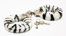 Меховые наручники с окраской под зебру - Toy Joy