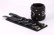 Широкие подвернутые наручники с 3 сварными D-кольцами, цвет черный - Beastly (Бистли)