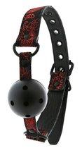 Кляп-шарик с отверстиями DELUXE BREATHABLE BALL GAG, цвет красный/черный - Dream toys