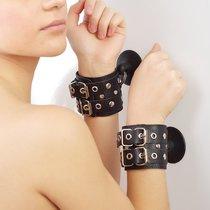 Чёрные наручники с ремешками на присосках, цвет черный - Sitabella