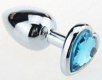 Серебристая анальная пробка с голубым кристаллом-сердцем - 7 см, цвет голубой - МиФ