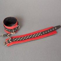 Красно-чёрные узкие поножи с клёпками, цвет красный/черный - Подиум