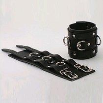 Наручники неподшитые, 2 ремешка с пряжками с 3 сварн D-кольцами, цвет черный - Подиум