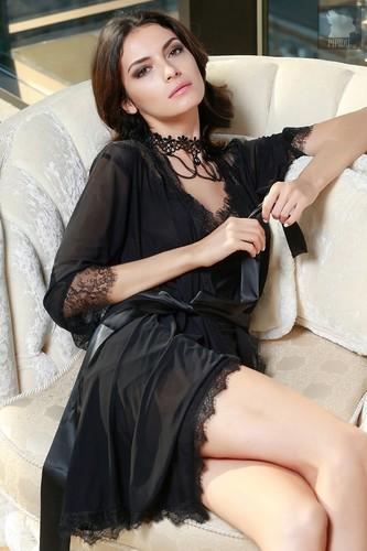 Коротенький халатик Glamour с кружевным декором, цвет черный - Mia-Mia