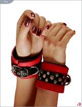 Красные кожаные наручники на мягкой подкладке - Подиум